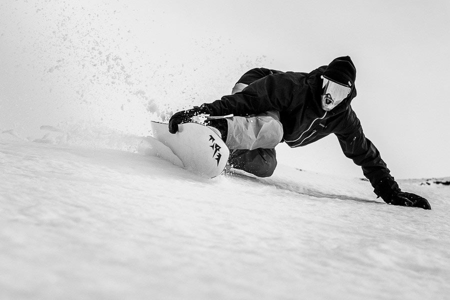 the art of turning a snowboard